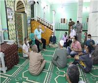 محافظ الوادي الجديد يلتقي المواطنين بمسجد الشيخ صبيح في الخارجة
