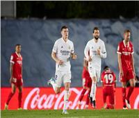 ريال مدريد يخطف تعادلا قاتلا من إشبيلية ويحافظ على حظوظه في الليجا| فيديو