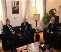 وزير الإسكان يبحث مع السفير المغربي تعزيز الاستثمارات المُتبادلة