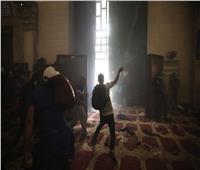 فيديو  اعتداء قوات الاحتلال بوحشية على المصلين في المسجد الأقصى