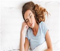 لنمو أفضل.. أضرار النوم بـ «شعر سايب»