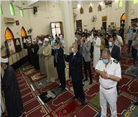 محافظ المنوفية يؤدي صلاة عيد الفطر بمسجد الرى بشبين الكوم | صور