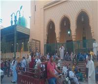 الأهالي يؤدون صلاة عيد الفطر في مسجد سيدى أحمد الفولى بالمنيا | صور