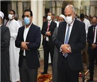محافظ قنا يؤدى صلاة عيد الفطر المبارك بمسجد سيدى عبدالرحيم القنائى.. صور