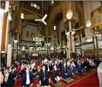 محافظ الدقهلية ونائبه يؤديانصلاة العيد بمسجد النصرويهنئان المواطنين
