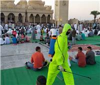 «الهلال الاحمر» بالغردقة يطهر المساجد عقب صلاة عيد الفطر المبارك | صور