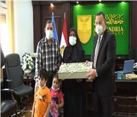 بمناسبة العيد.. التعليم العالي تقدم هدية الرئيس لأسر شهداء «الجيش الأبيض»