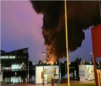 حريق بمصنع للكيماويات في فرنسا.. والسلطات تحذر من تلوث بيئي