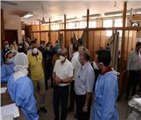 رئيس جامعة أسيوط يزور الأطقم الطبية  فى أول أيام عيد الفطر المبارك