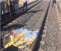 مصرع شخص صدمه قطار أثناء عبوره مزلقان بقنا