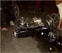 خاص| «الحادث يطيح بشاب لـ 30 متر» موتوسيكل طائش يصطدم بسيارة.. فيديو