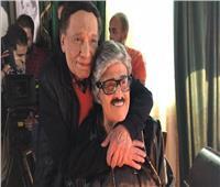 حساب مزعوم لـ«إيمي سمير غانم» ينشر صورتين لوالدها مع الزعيم