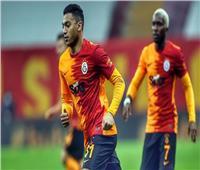 مصطفى محمد على مقاعد بدلاء جالاتا سراي في مباراة حسم الدوري التركي