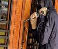 سباك وراء سرقة شقة سكنية في منياالقمح بالشرقية