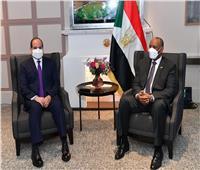 الرئيس السيسي يلتقي رئيس مجلس السيادة السوداني بباريس