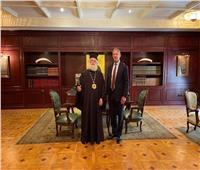 السفير الأمريكي بالقاهرة يزور بطريركية الإسكندرية