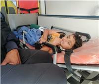 الطفل الفلسطيني «يزن» المصاب بقصف غزة يصل مستشفى العريش| فيديو