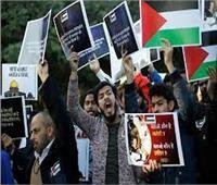 المئات يحتشدون أمام السفارة الأمريكية بجاكرتا للمطالبة بوقف العدوان الإسرائيلي