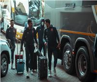 الجهاز الإداري يتابعإجراءات تسكين لاعبي الأهلي في فندق الإقامة