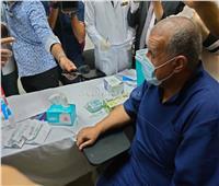 الصور الأولى لتطعيم السجناء بلقاح كورونا
