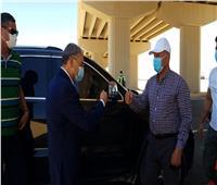 وزير النقل ومحافظ المنيا يتابعان جاهزية تطوير طريق الصعيد الغربي