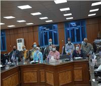 محافظ المنيا يبحث مع نواب البرلمان مشاكل القطاعات الخدمية
