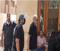 محمد ثروت يصل مستشفى الصفا لتشييع جثمان سمير غانم