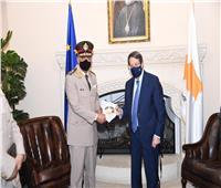 وزير الدفاع يعود إلى أرض الوطن بعد انتهاء زيارته الرسمية لقبرص.. صور وفيديو