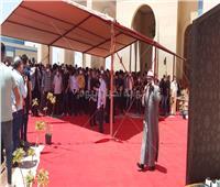 صور.. بدء صلاة جنازة الفنان سمير غانم بحضور نجوم الفن