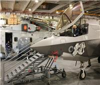 بالصور | رئيس وزراء بريطانيا يقود طائرة إف 35 أمريكية