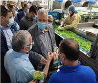 وزير الزراعة ومحافظ بورسعيد يتفقدا مصنع الأعلاف ومزرعة للإنتاح الحيواني   صور