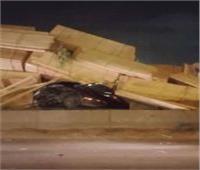انقلاب سيارة نقل محملة بالأخشاب نتيجة السرعة الزائدة بالدقهلية