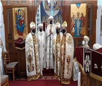 البابا تواضروس يمنح رتبة القمصية لثلاثة كهنة بكنيسة المعادي