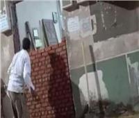 سيدة تغلق باب مسجد بالفيوم بالطوب الأحمر.. و«الأوقاف» تعلق