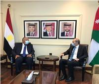 وزير الخارجية يبحث مع نظيره الأردني بعمان سبل إحياء عملية السلام