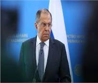 """لافروف يطالب بالمساواه عند فتح الحدود بـ """"جوازات كوفيد"""""""
