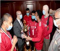 محافظ بني سويف يكرم فريق نادي متحدي الإعاقة لفوزه ببطولة كأس مصر لكرة الهدف