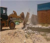 صور.. ازالة تعديات بقرية بالإسماعيلية