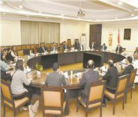وفد تنسيقية شباب الأحزاب يبحث قضايا المواطنين مع وزير الإسكان