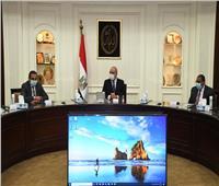وزير الإسكان يطالب بالإسراع بمعدلات تنفيذ المشروعات القومية والتنموية