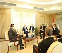 وزير التعليم العالي يلتقي رئيس الجامعة الأمريكية بمناسبة انتهاء فترة عمله