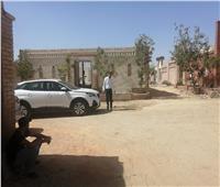 توافد جمهور سمير غانم على المقابر لقراءة الفاتحة