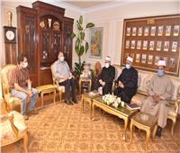 محافظ أسيوط يناقش خطة تطوير المساجد مع قيادات الأوقاف