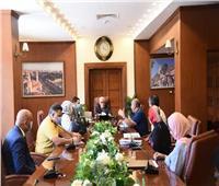 محافظ بورسعيد يستعرضتطورات العمل في مشروعات تطوير حي الضواحي