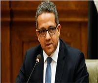 وزير سياحة يتفقد مقارات تطعيم العاملين بالبحر الأحمر.. اليوم