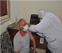 تطعيم موظفي الوادي الجديد ضد «كورونا» |صور