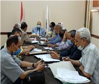 وكيل وزارة التعليم بـ«قنا» يعقد اجتماعاً مع رؤساء لجان الشهادة الإعدادية