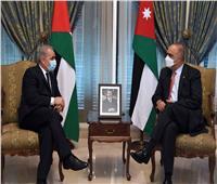 رئيس الوزراء الفلسطيني يبحث مع نظيره الأردني تعزيز التنسيق المشترك بين البلدين