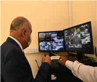 محافظ قنا يتفقد منظومة كاميرات المراقبة بمشروعات الأمن الغذائى