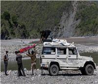 الهند.. تواصل إلقاء جثث المتوفين بـ «كورونا» في نهر الغانج